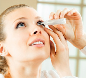 Image of lady instilling eye drops